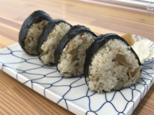 寿司正舞茸おにぎり(1パック500円)